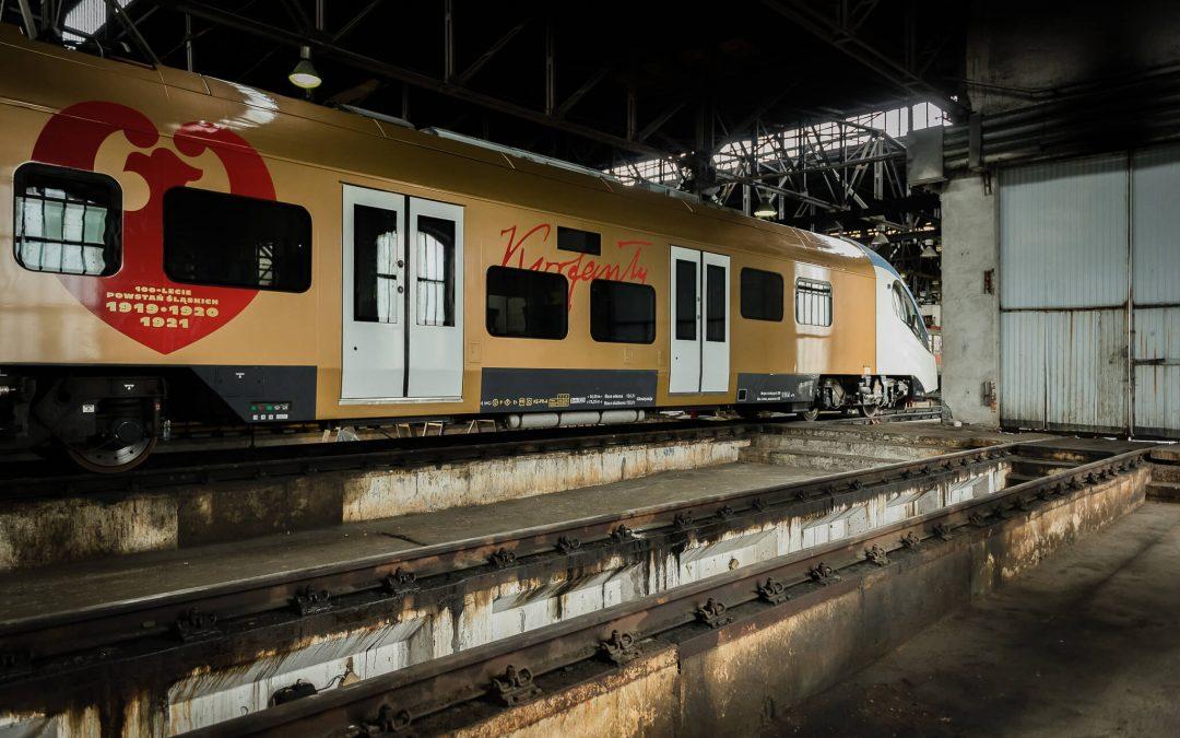 Grafika na pociągu z okazji 100-lecia Powstań Śląskich – Wrapping na dużą skalę
