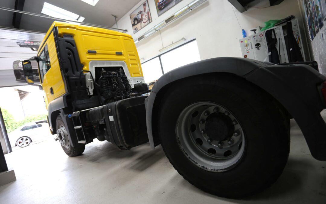 Zmiana koloru kabiny auta ciężarowego, dużego tira MAN