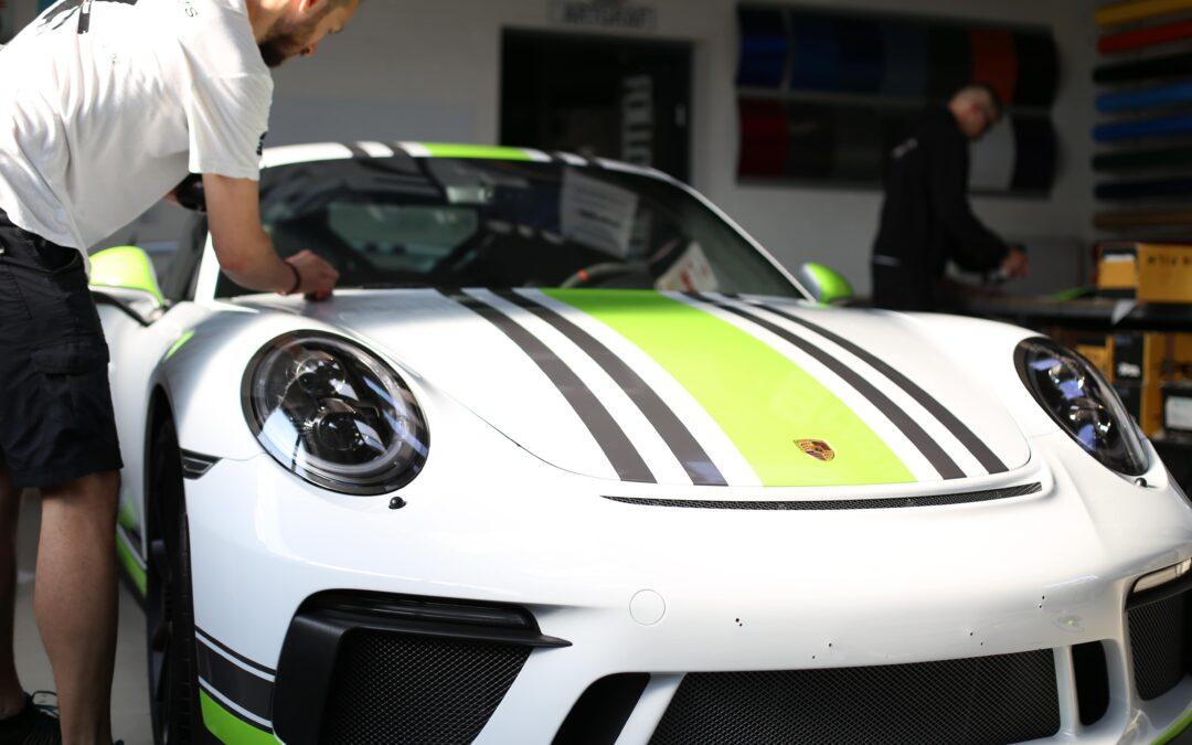 Stylizacja wizualna Porsche i zabezpieczenie przedniej szyby przed uszkodzeniami